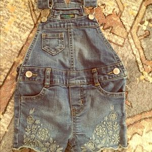 Oshkosh overalls with flower embroidery 🐛
